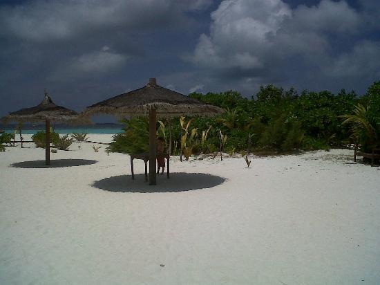 LUX* South Ari Atoll: Une plage déserte lors d'une excursion