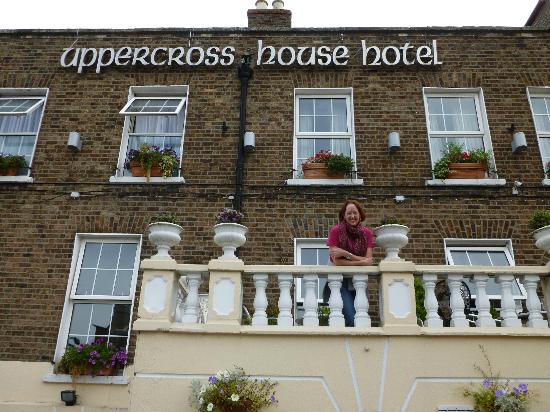 Uppercross House Hotel: A lovely outdoor balcony above the street