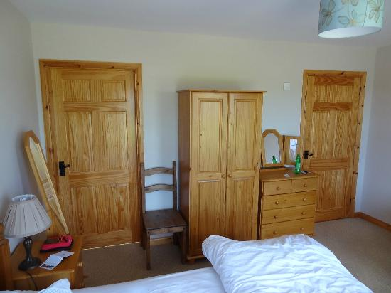 The Whins B&B : Bedroom furniture