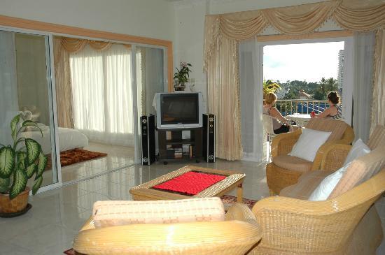 Oasis Villa: Living Room B