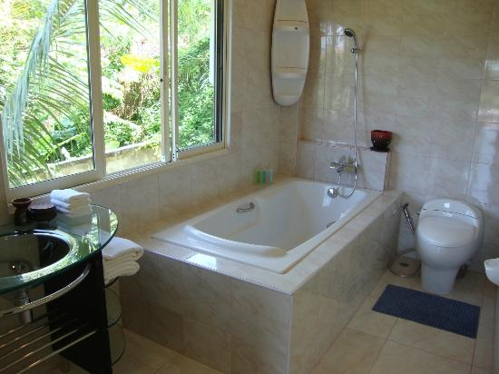 Oasis Villa: Bathroom C