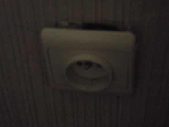 Hotel Leopold: loose socket in bedroom