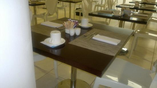 Tavoli per la colazione - Picture of Mercure Olbia, Olbia ...