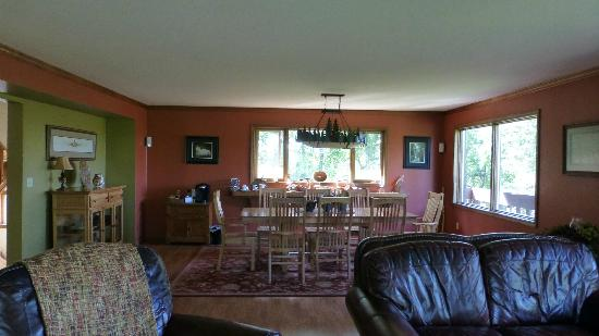 Talkeetna Chalet Bed & Breakfast: 2nd floor breakfast area