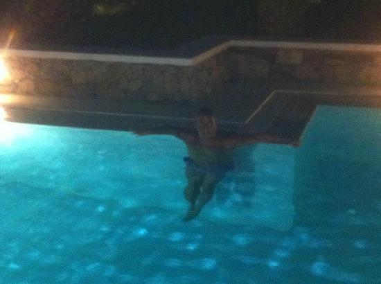La Residence Mykonos Hotel Suites: bagno notturno dalla suite