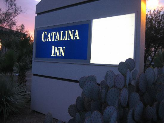 Catalina Inn: Front Sign