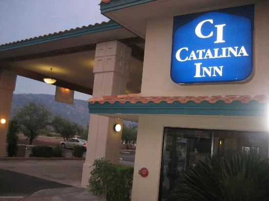 Catalina Inn: Side View of Hotel