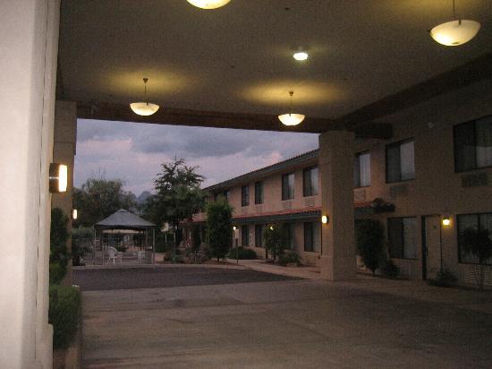 Catalina Inn: Front Entrance