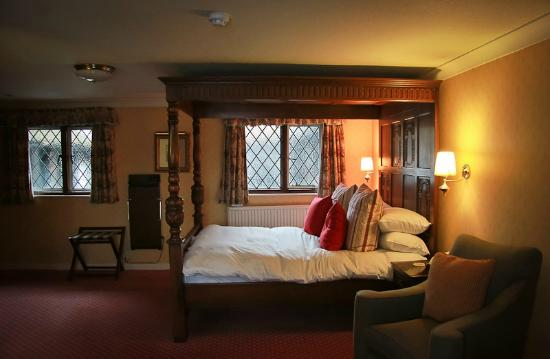 The Falstaff In Canterbury Our Four Poster Bed