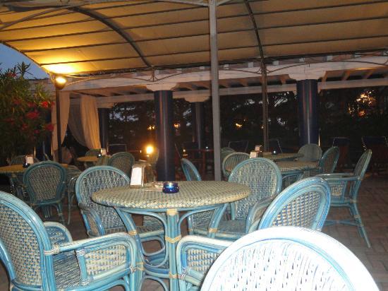 Hotel Excelsior: bar zona piscina