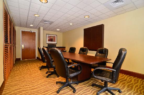 Holiday Inn Express Atlanta NE I-85 Clairmont: Board Room