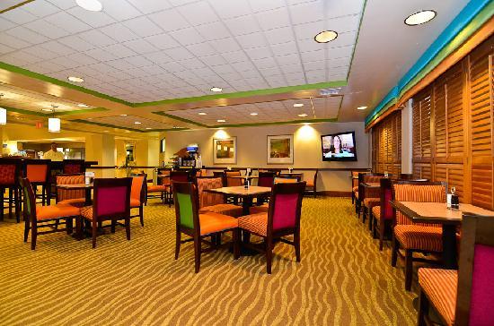 Holiday Inn Express Atlanta NE I-85 Clairmont: Breakfast Area