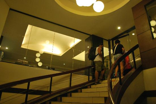 Sampaguita Suites JRG: staircase towards the lobby on the 2nd floor