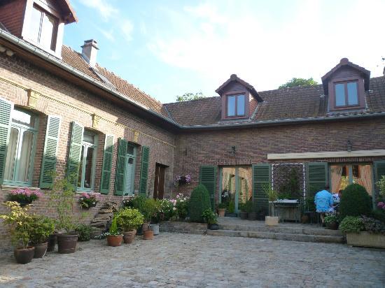 Grange de la Herde : Breakfast on the Patio