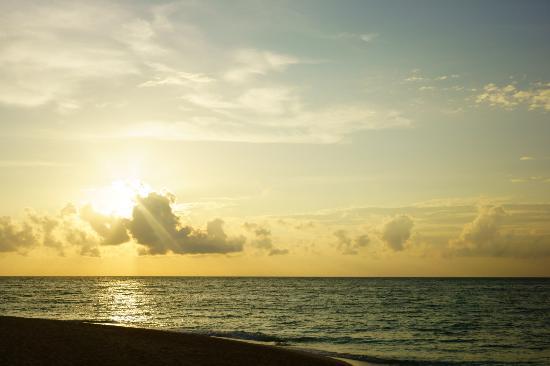 Yapak Beach (Puka Shell Beach): sunset