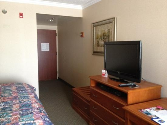The Comfort Inn & Suites Anaheim, Disneyland Resort: television