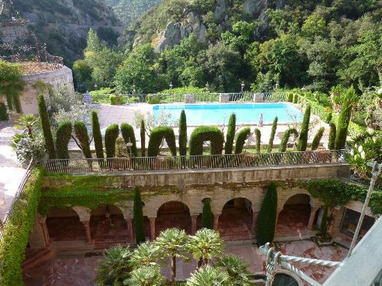 Le Grand Hotel: Vue de notre chambre sur la piscine et les thermes