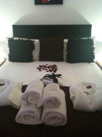 The Carlton Apartments: Bedroom