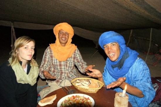 Chez les Habitants: repas sous la tente