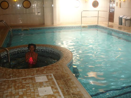 Barrowfield Hotel: Pool and non working jacuzzi