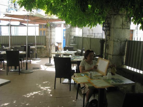 La Gerbe d'Or : Repas à la terrasse avec 40°