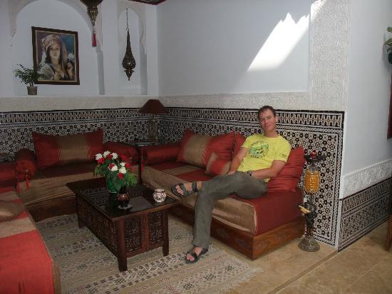 Riad Viva: Communal sofa area