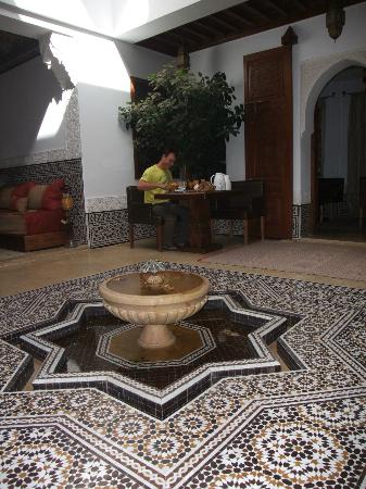 Riad Viva: Breakfast in the courtyard
