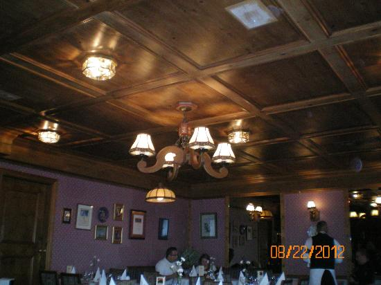 Elizabeth's Chalet Restaurants: wonderful wood