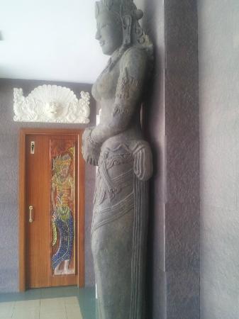 Hotel La Palmera: estatua