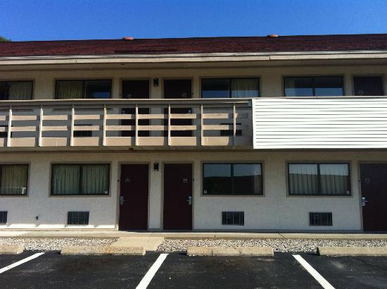 Red Roof Inn Boston - Southborough/Worcester : Back building of motel