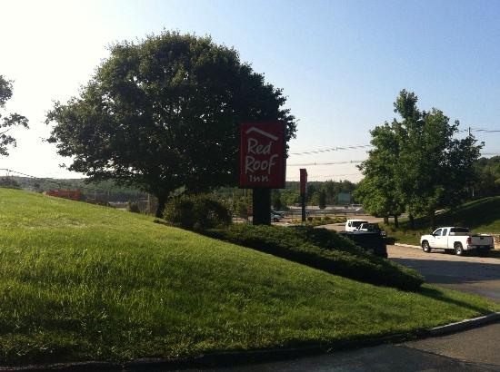 Red Roof Inn Boston - Southborough/Worcester: motel entrance off main road