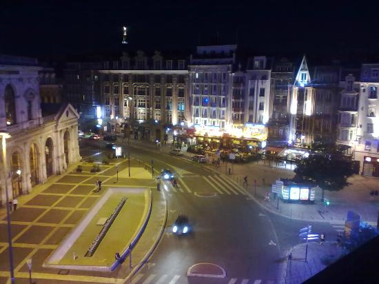 Hotel Flandre Angleterre : Night view from room 502