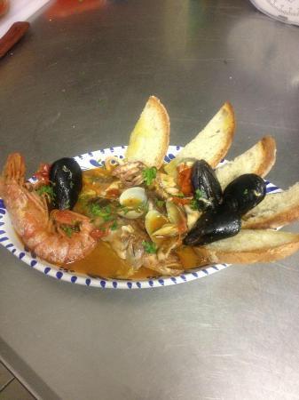 Il Tinello: Zuppa di pesce con crostini