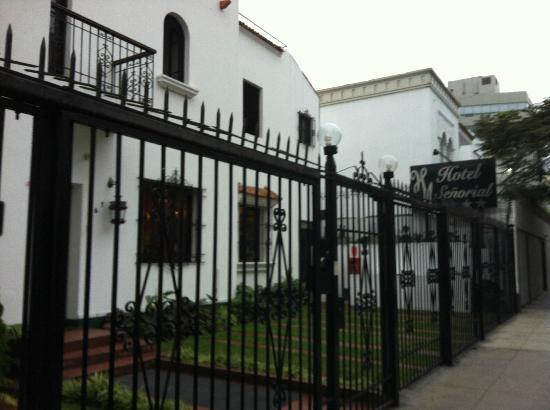Miraflores Hostal Senorial: Hotel entrance