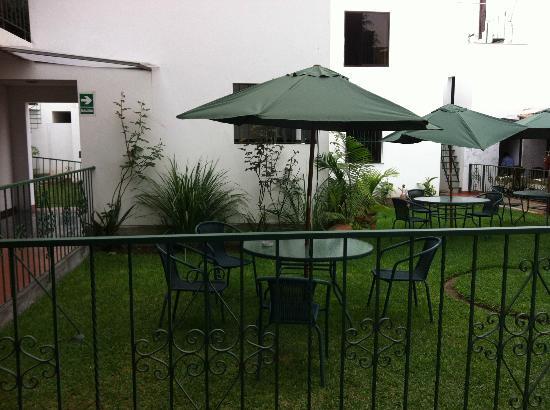 Hotel Senorial: garden seating