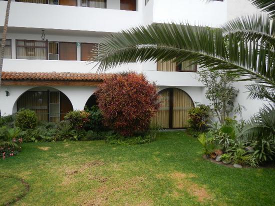 Hotel Senorial: garden in hotel interior