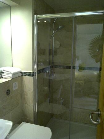 Ethos Hotel: Room 9 Bathroom
