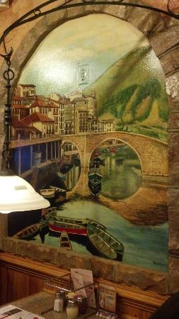 Carini's Italian Restaurant: Fresco paintings on the walls