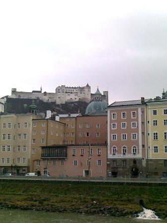 Hotel Markus Sittikus: Blick zur Burg