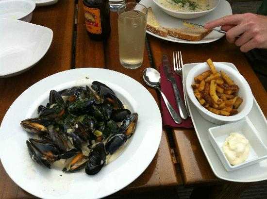 Hay's Dock Cafe Restaurant: Specials menu Mussels and cut chips :-)