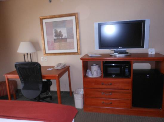 Holiday Inn Express & Suites Parkersburg - Mineral Wells: our room