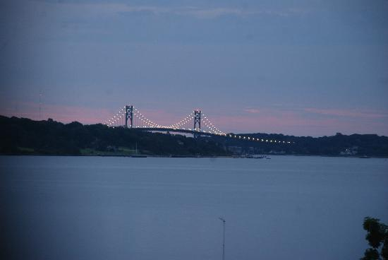 Point Pleasant Inn: Mount Hope Bridge