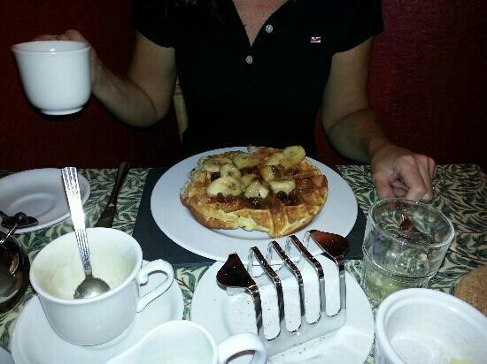 Burnside B&B: Jane enjoyed the waffles for breakfast