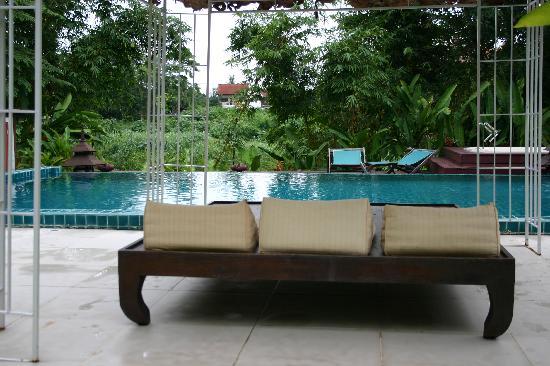 Tonnam Homestay: Zwembad ligt in mooie tuin met uitzicht op Ping river