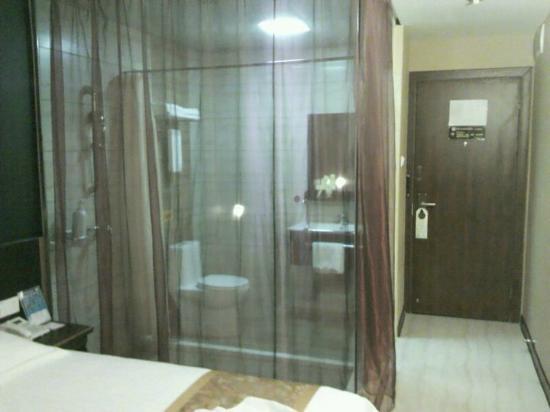 Youth Sunshine Hotel (Xiamen Huli Haitian): どうしてガラス張りなんだろう?