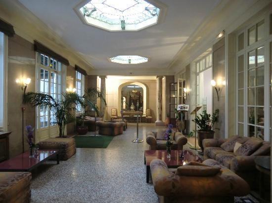 Hotel Oceania Le Métropole: Lobby mit Durchgang zum Garten