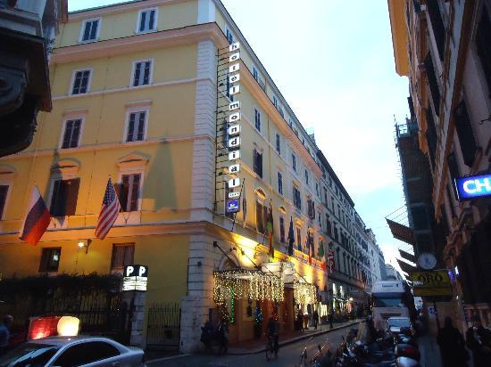 Hotel Mondial: Localização Excelente !