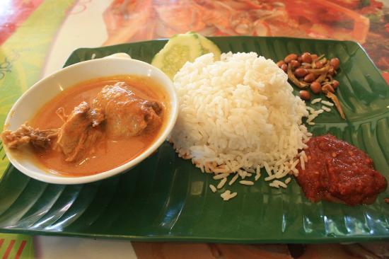 Aldy Hotel: my breakfast - nasi lemak