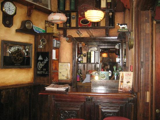 The Spanish Arch Hotel: Part of the Bar