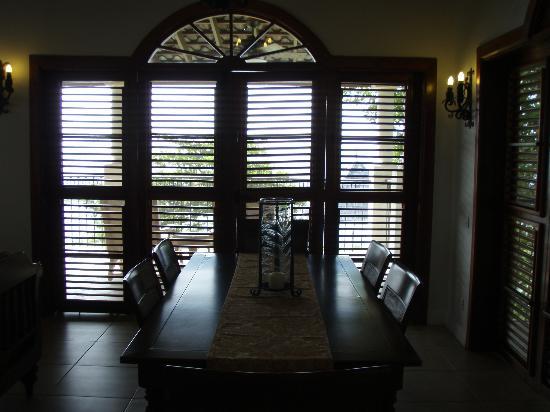 Cap Maison: dining area